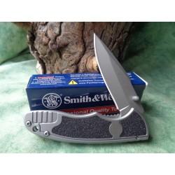 Couteau Smith&Wesson Victory Flipper Lame Acier 8Cr13MoV Manche Acier SW1084306 - Livraison Gratuite