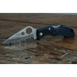 COUTEAU Spyderco Ladybug 3 Black FRN SpyderEdge LBKS3 - Spyderco Ladybug 3 FRN Serrated Knife SCLBKS3 - LIVRAISON GRATUITE