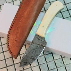 Couteau de Chasse Skinner Lame Damas 258 Couches Manche Os Etui Cuir DM1080BO - Livraison Gratuite