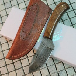 Couteau de Chasse Skinner Lame Damas 258 Couches Manche Olivier Etui Cuir DM1080OW - Livraison Gratuite