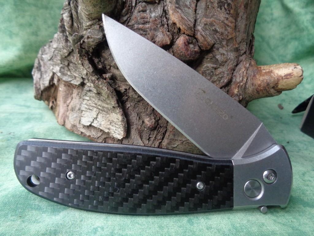 Couteau Automatique Ganzo Lame Acier 440C Manche Fibre de Carbone G7482CF