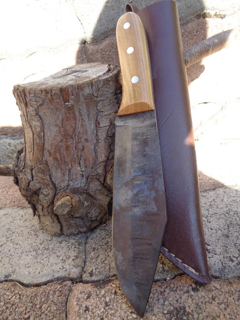 Bushcraft Couteau de Trappeur Lame Forgée Acier Carbone 1095