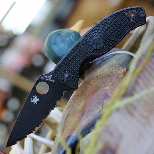 Couteau Spyderco Tenacious Black